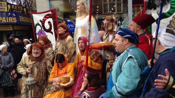 Flashmob halts shopping for real meaning of Christmas
